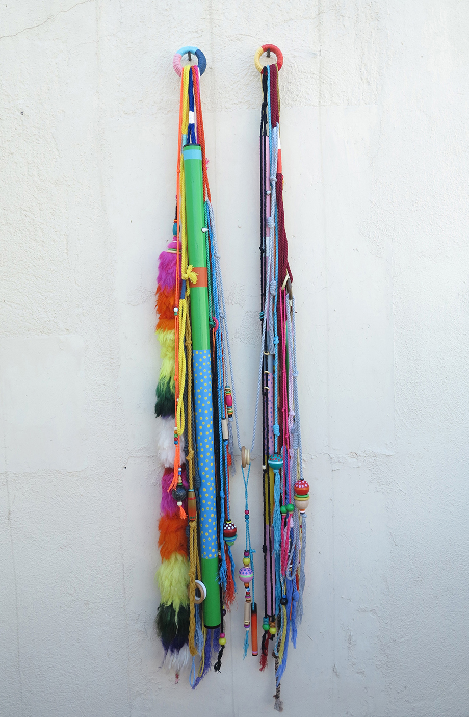 SCULPTURE. SERIE NATURALEZA ABSTRACTA. RITUAL. MIX MEDIA. COTTON STRINGS, WOOD BEADS AND ACRYLIC ON WOOD. MEASURES 30X160CM.